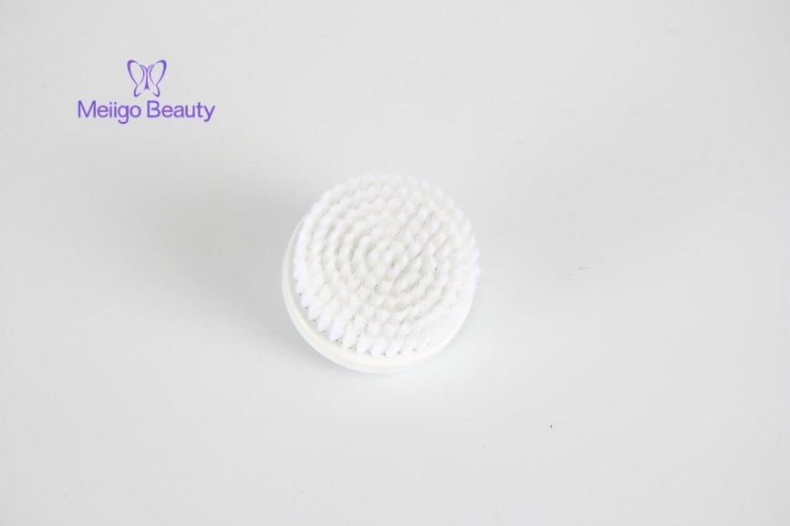 Meiigo beauty sonic facial cleaning brush FC A001 12 866x577 - Face brush with 3 facial cleansing brush heads FC-A001