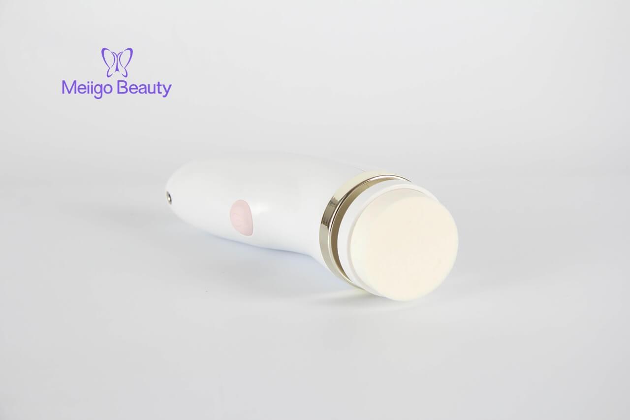 Meiigo beauty sonic facial cleaning brush FC A001 8 - Face brush with 3 facial cleansing brush heads FC-A001