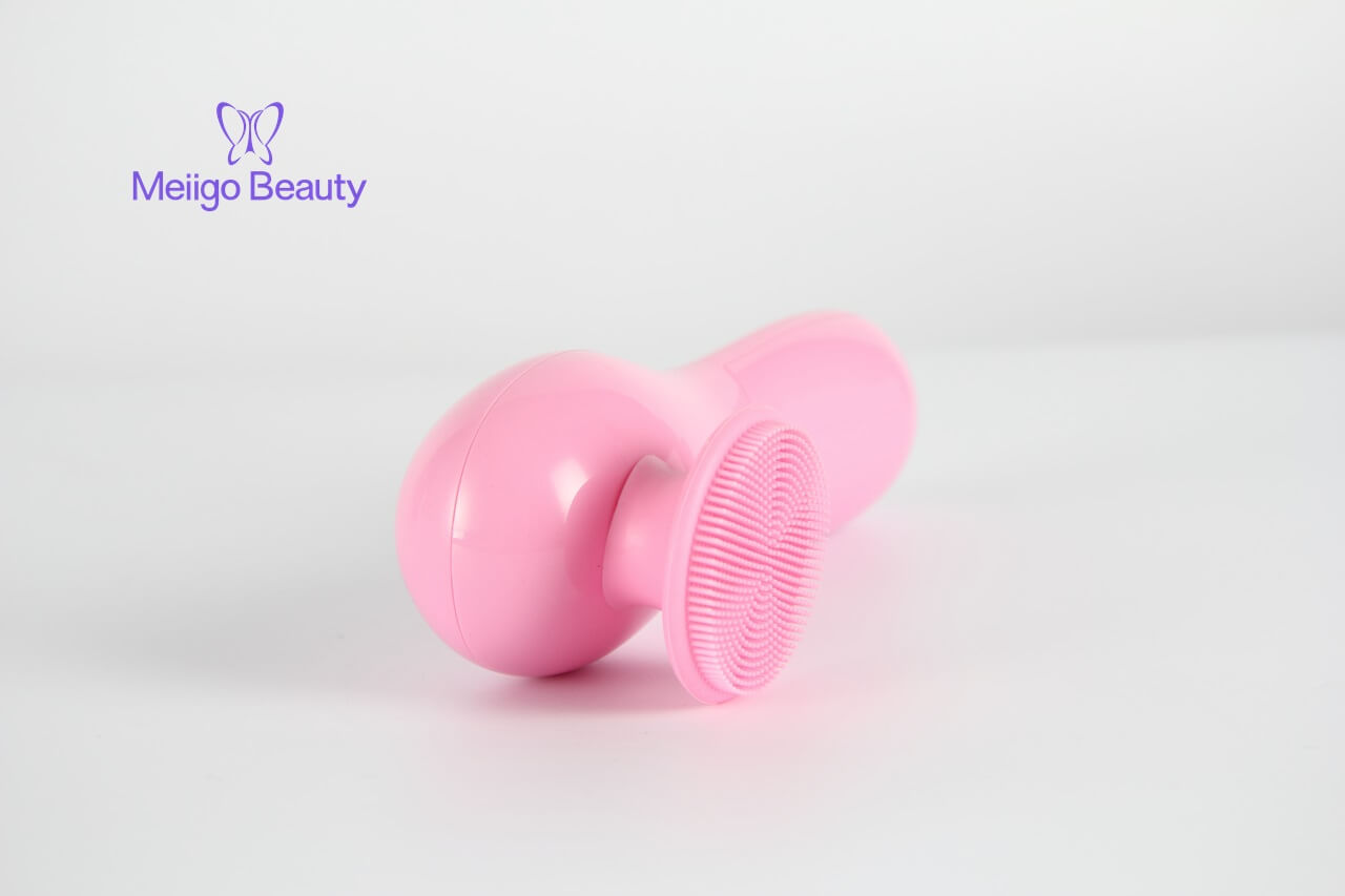 Meiigo beauty silicone facial cleaning brush BR 001 1 - Face cleansing brush, sonic face cleanser and massage device BR-001