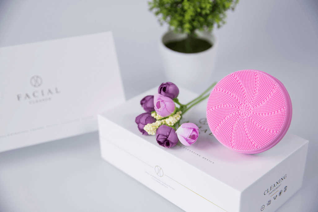 Meiigo beauty BR 006S facial cleansing brush in pink 1 - Electric silicone sonic facial cleansing brush for deep cleansing BR-006