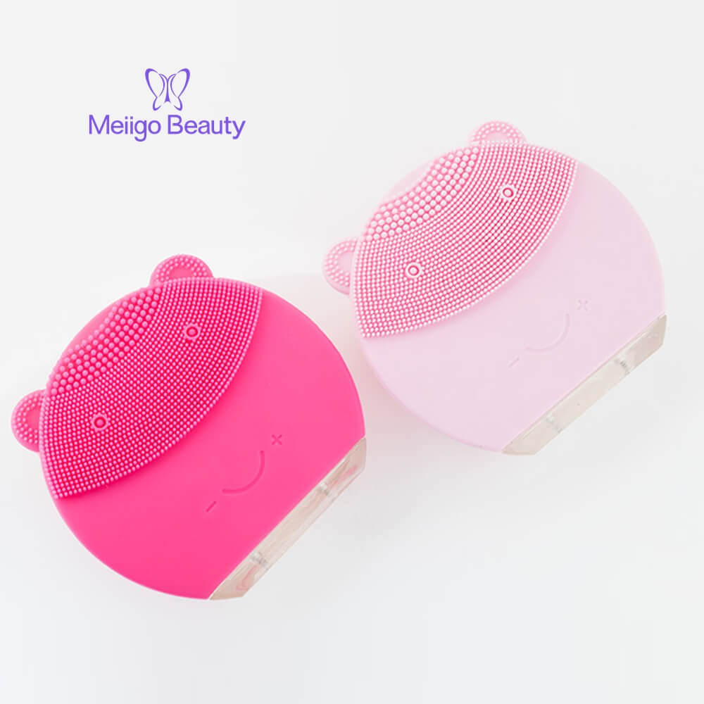 Meiigo beauty bear shape silicone face brush BR 004 1 - Silicone face cleanser and massager brush for skin cleaning and massaging BR-004